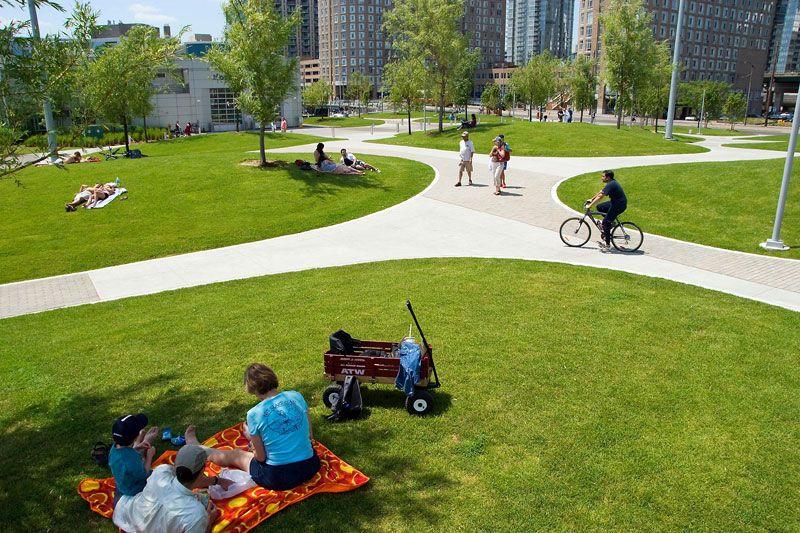 Парк дает жителям возможность отдохнуть от шумного мегаполиса