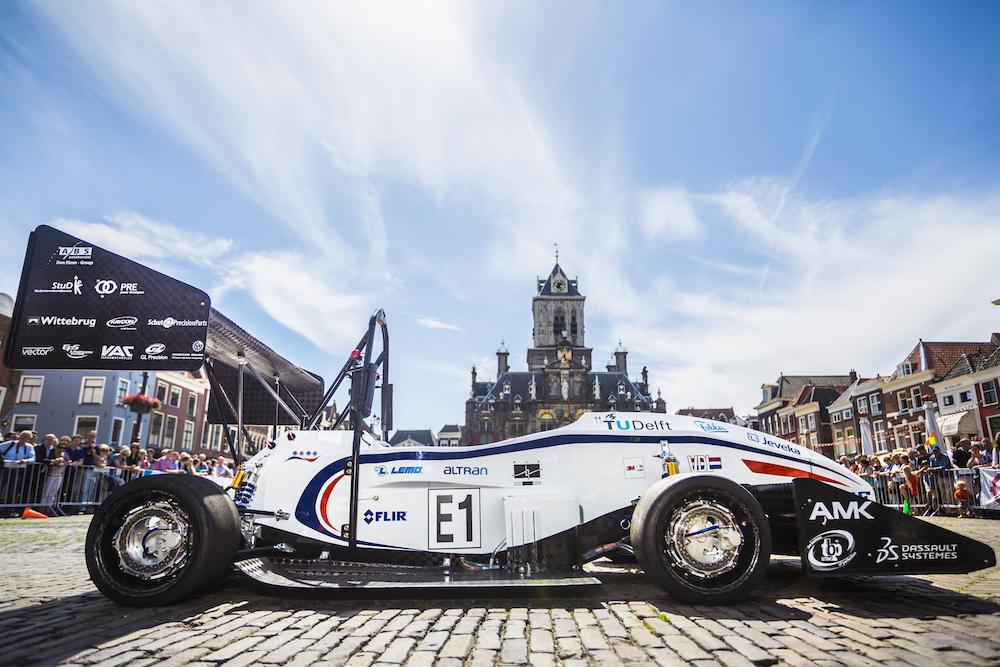 Голландские студенты построили гоночный электромобиль с удельной мощностью 1 л. с. на килограмм веса