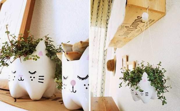 Любой интерьер украсят симпатичные цветочные горшки из донышек от пластиковых бутылок.