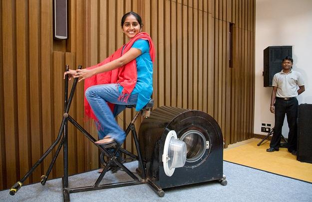 14-летняя девочка из Индии изобрела стиральную машинку, не нуждающуюся в электричестве