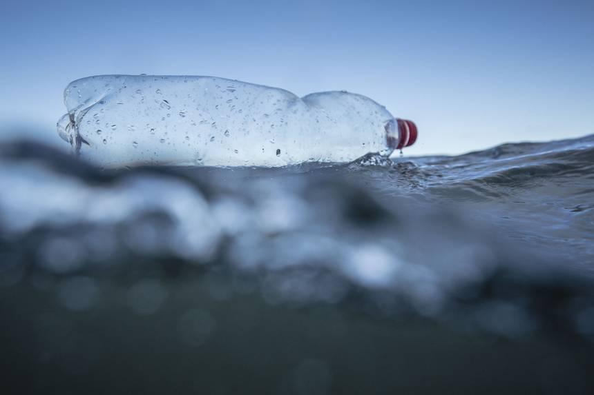 Ученые случайно создали фермент, который разрушает пластик