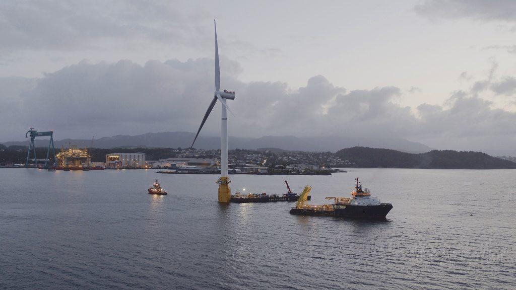 Первые в мире плавучие морские ветряные турбины подключились к сети
