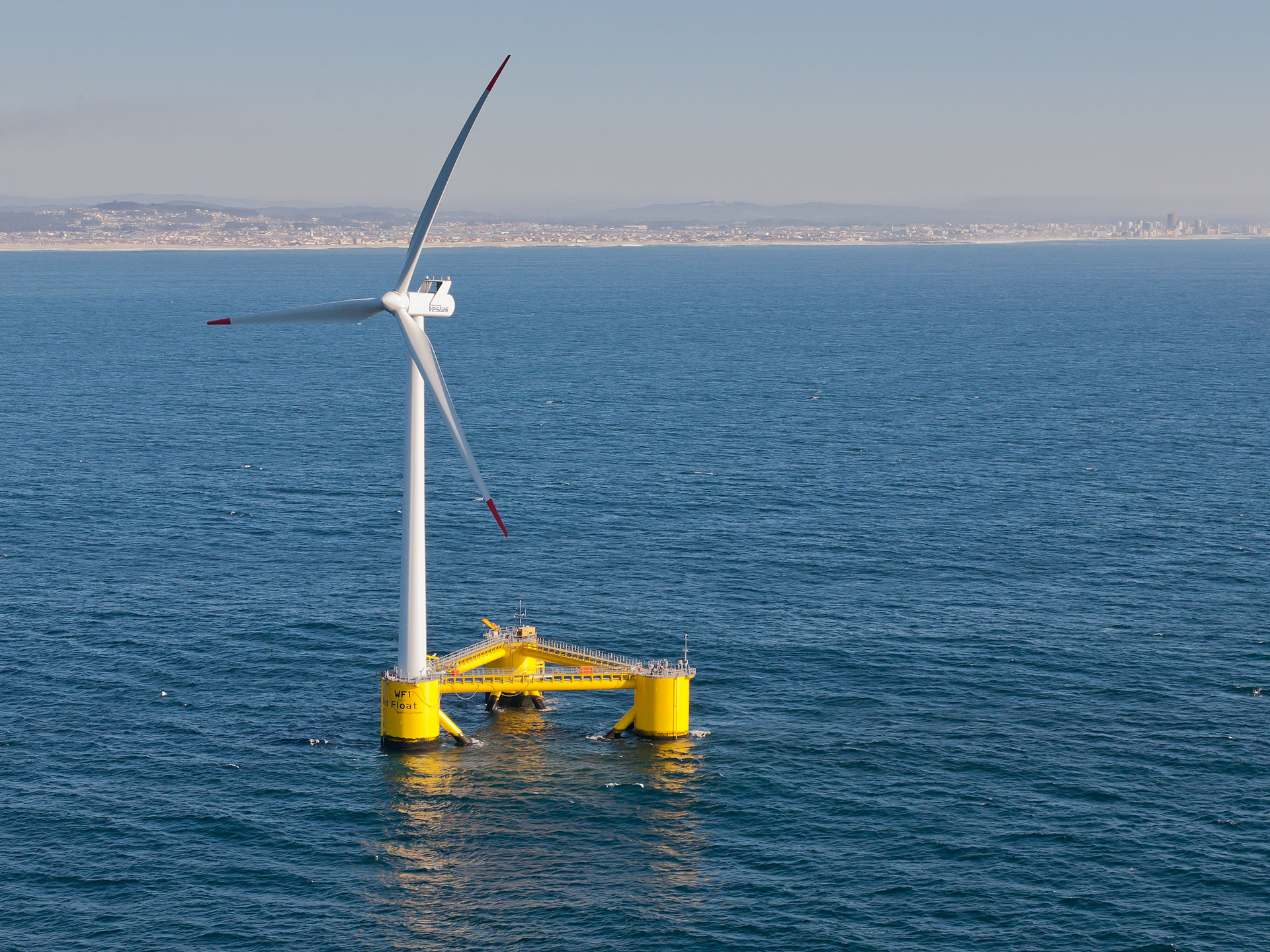Плавучие ветряные электростанции собирают энергию сильнейших ветров