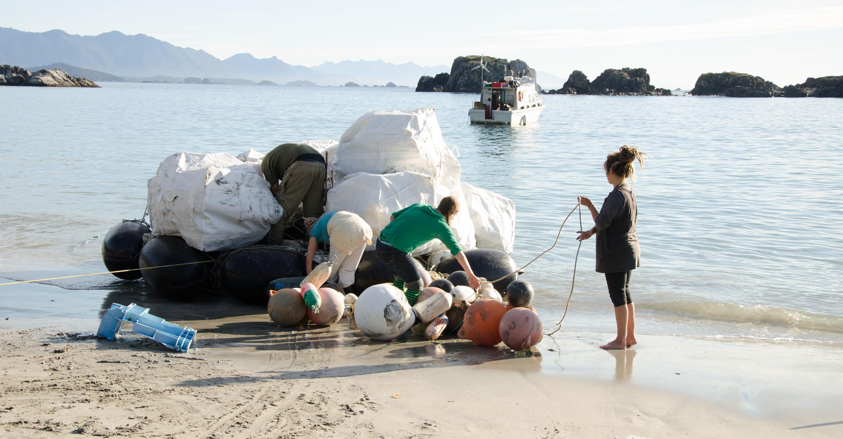 Lush добавляет океанский пластик в свою упаковку