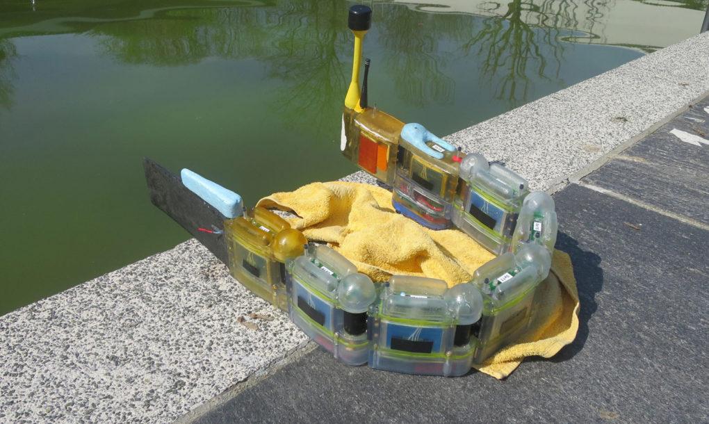 Робот - «угорь» охотится за источником загрязнения воды