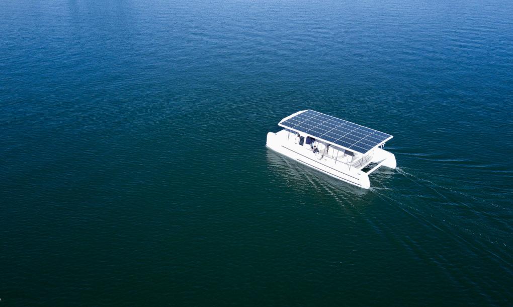 Электрическая яхта на солнечной энергии