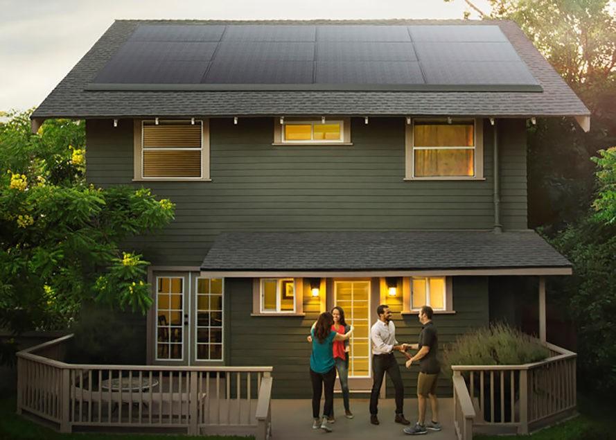 Tesla представляет новые солнечные панели для крыш