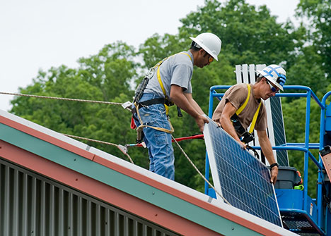 Установка солнечных панелей накрыше