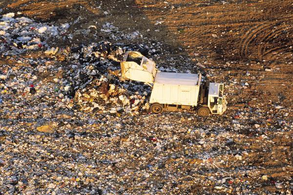 Если вы сдаете на переработку ваши бумажные продукты и картон, ваш вклад в виде каждой переработанной тонны сохраняет в среднем 17 деревьев, 60,000 галлонов (227125 литров) воды, 225 киловатт часов и 3.3 кубических ярдов (2,5 кубических метров) площади полигонов