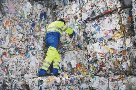 Из полученной в результате переработки бумаги в Соединенных Штатах около 40 процентов экспортируется в другие государства