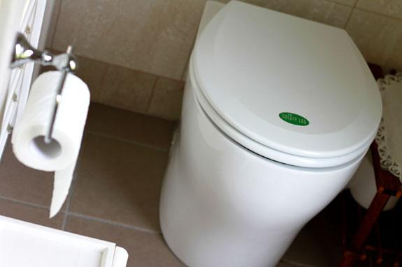 Биотуалет без воды и запаха производит удобрения. Facepla.net самые свежие новости экологии