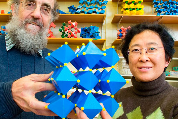 Ray-Withers-and-Yun-Liu-with-the-chemical-model-of-the-new-material 600x400