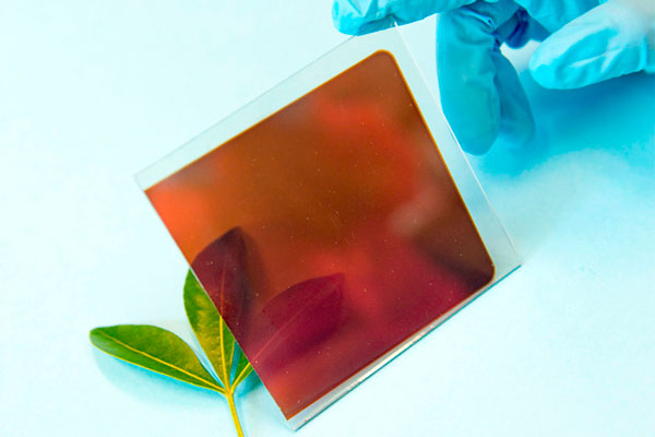perovskite-fabricated-on-a-glass-sheet