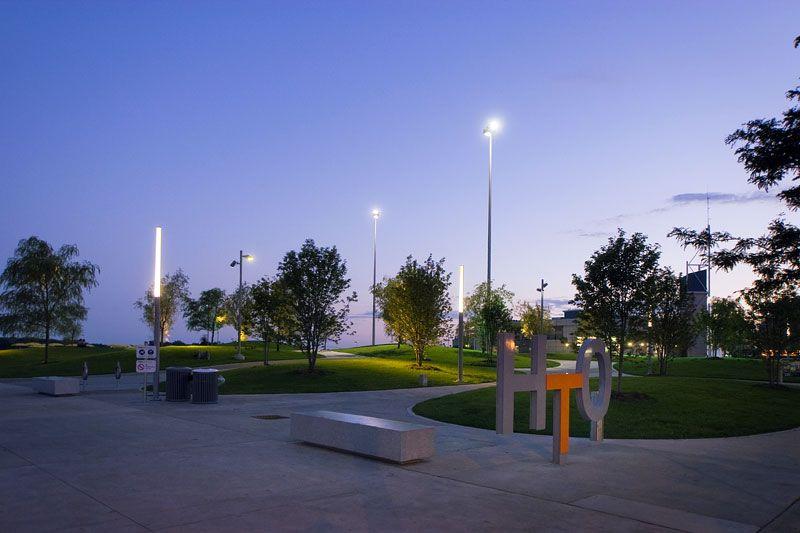 Название парка HtO обыгрывает формулу воды, так как именно парк можно назвать местом встречи Торонто с водой
