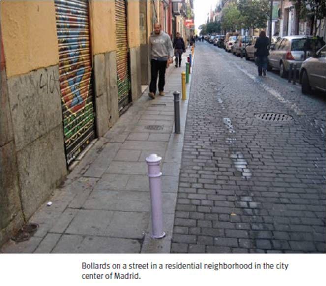 Пример уличного ограждения в жилом квартале в центре Мадрида