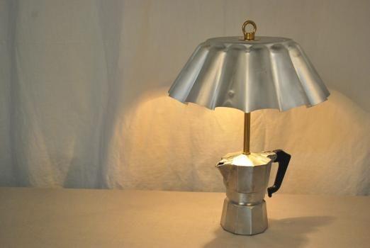 Светильник из кофеварки и формы для выпекания Жиля Айхенбаума