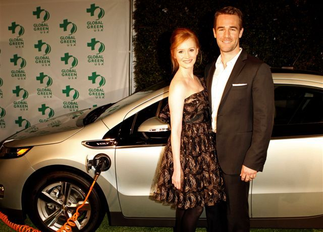Кимберли Брук и актер Джеймс Ван Дер Бик на 8й ежегодной зеленой вечеринке Global Green USA's Pre-Oscar Party 2011