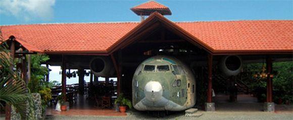 Владелец El Avion решил не вносить существенных изменений: просто привез самолет...