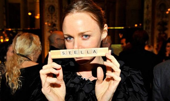 В 2001 году был представлен самостоятельный бренд Stella McCartney