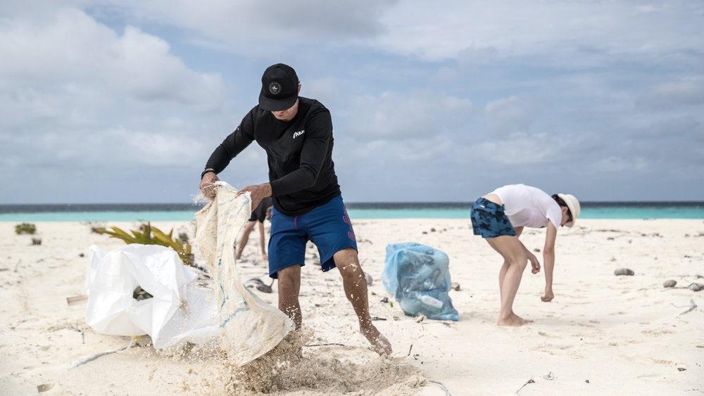 American Express будет производить карточки из океанского пластика