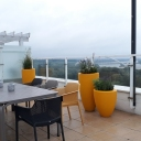 donice ozdobne na tarasie balkonie